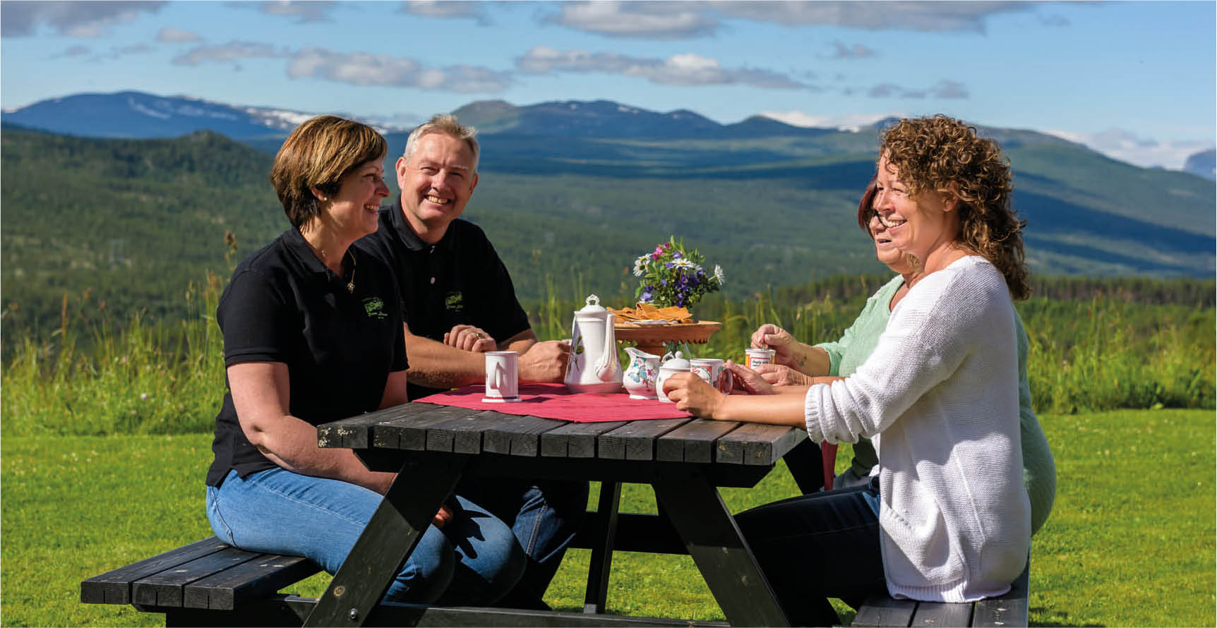 Ruten Mountain Hotel - lunch outside
