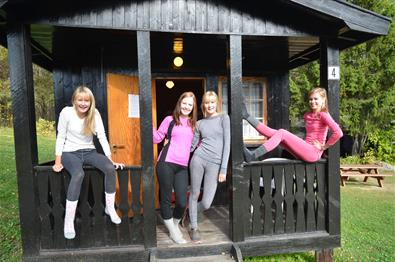 Happy girls in a cabin - Sjoa Raftingsenter
