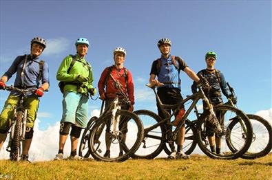 Group of MTB bikers at Skeikampen